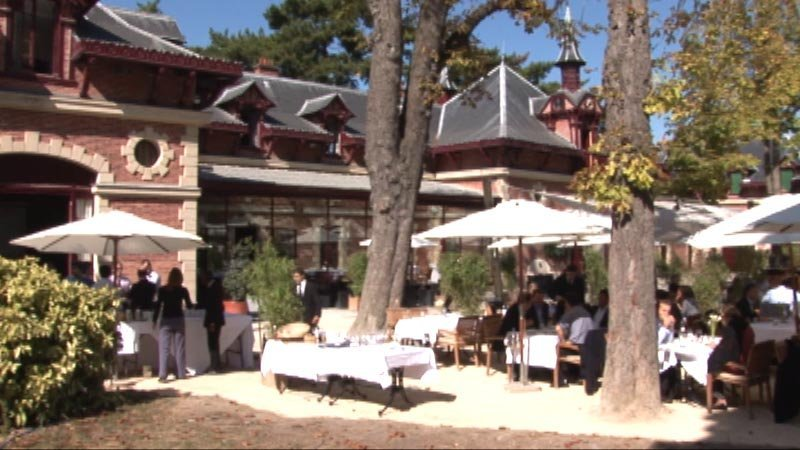 Restaurant jardins de bagatelle paris en vid o for Bagatelle jardin