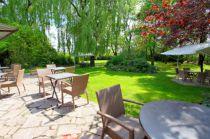 Venez profiter des beaux jours en terrasse à L'Auberge de la Garenne !