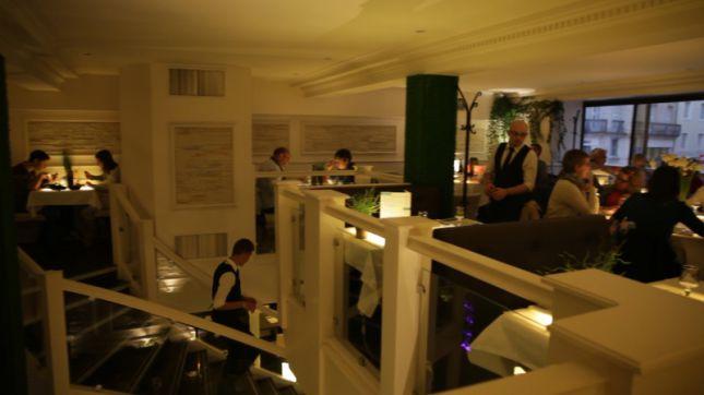 Image Dee Restaurant A Pierre Rue Menu