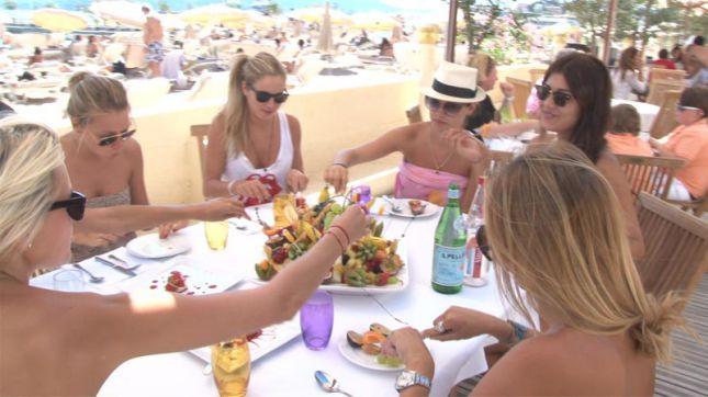 Restaurant b oli beach cannes en vid o hotelrestovisio for Meilleur resto cannes