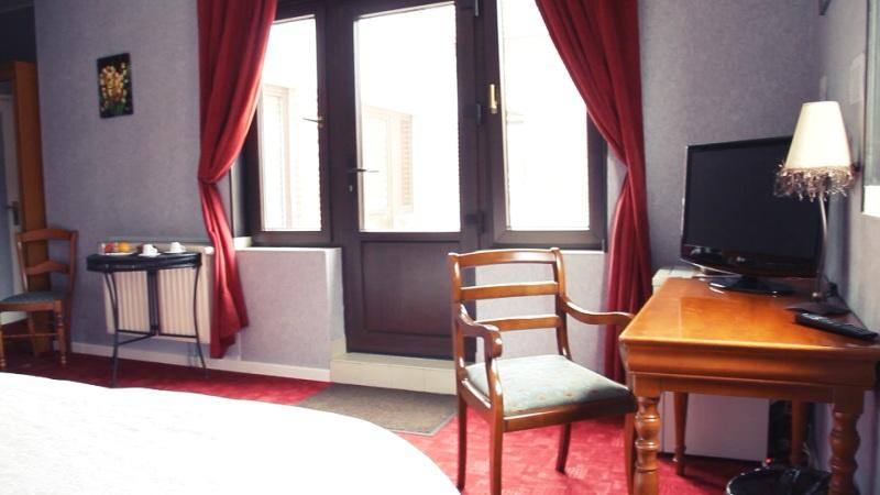 h tel au bon coin sailly sur la lys en vid o hotelrestovisio. Black Bedroom Furniture Sets. Home Design Ideas