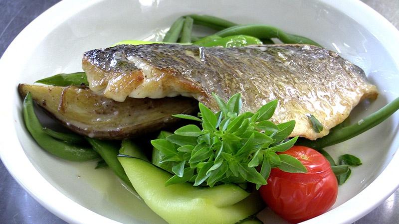 Restaurant le mas du soleil salon de provence en vid o for Le mas du soleil salon de provence