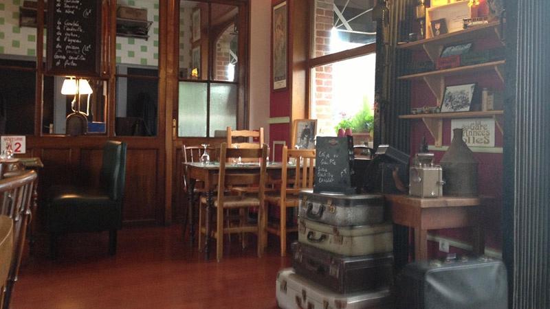 restaurant la gare des ann es folles sailly sur la lys. Black Bedroom Furniture Sets. Home Design Ideas