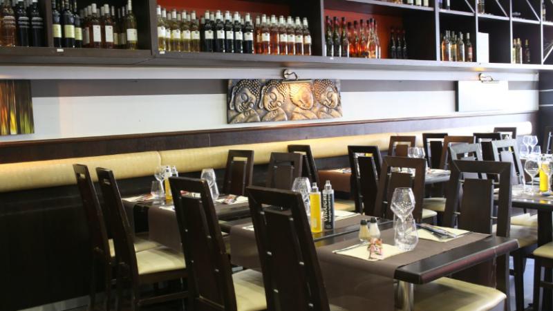 restaurant atmosph re caf nice hotelrestovisio. Black Bedroom Furniture Sets. Home Design Ideas