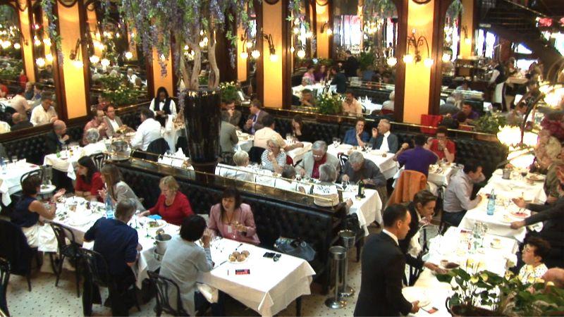 Restaurant brasserie bofinger paris en vid o for Le miroir resto paris