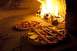 pizza-744405__180
