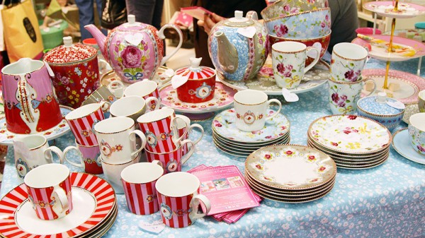 07881153-photo-assiettes-equipement-salon-sugar-paris